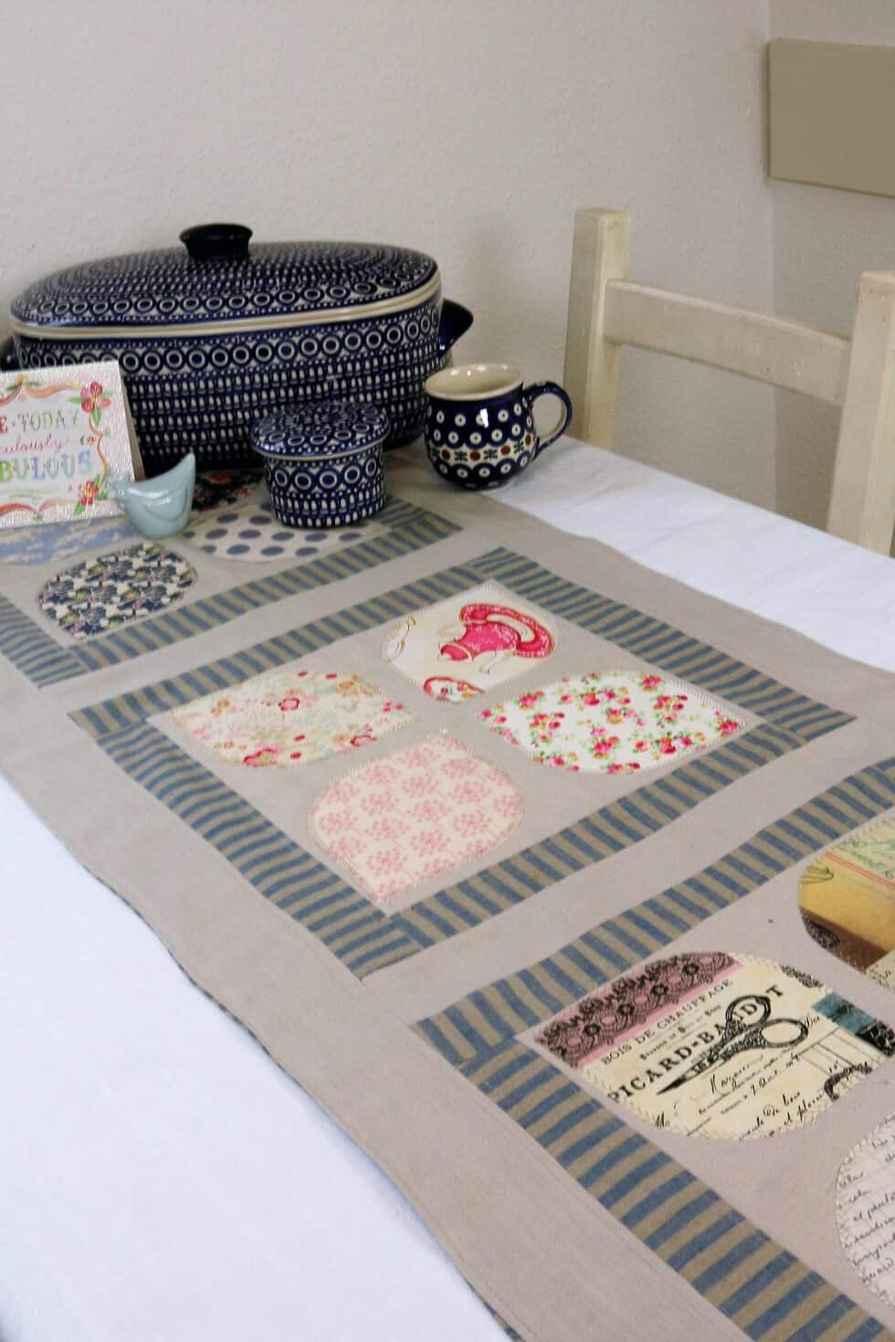 anleitung patchwork tischl ufer n hen applikation. Black Bedroom Furniture Sets. Home Design Ideas