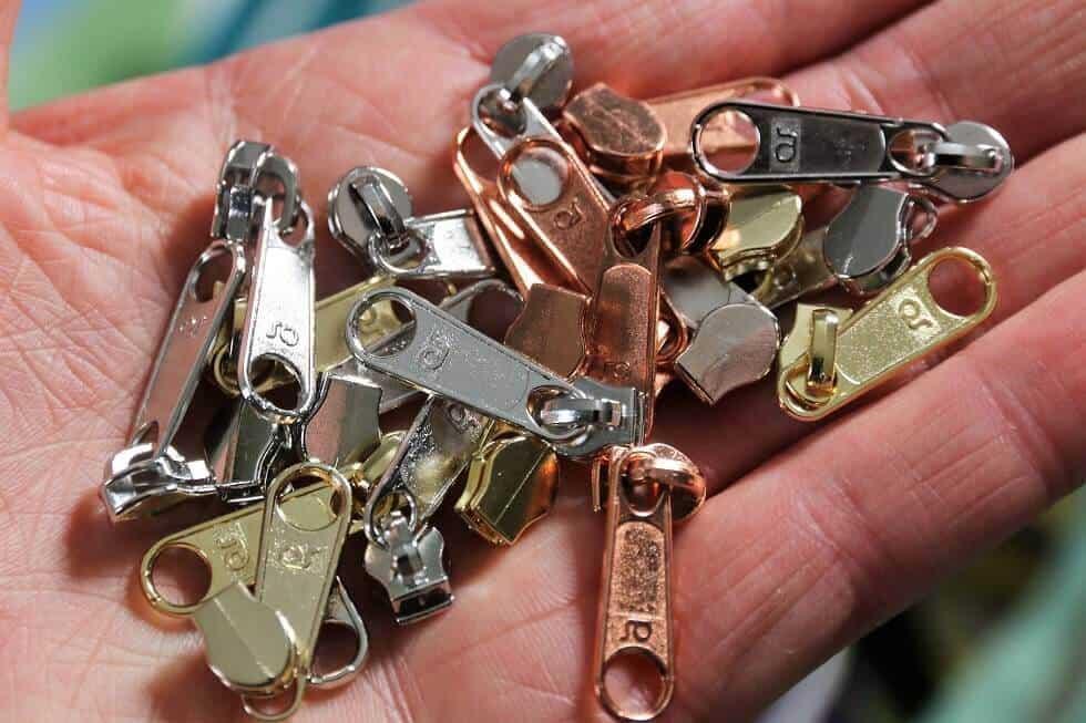 Reißverschlüsse aus metallisiertem Kunststoff