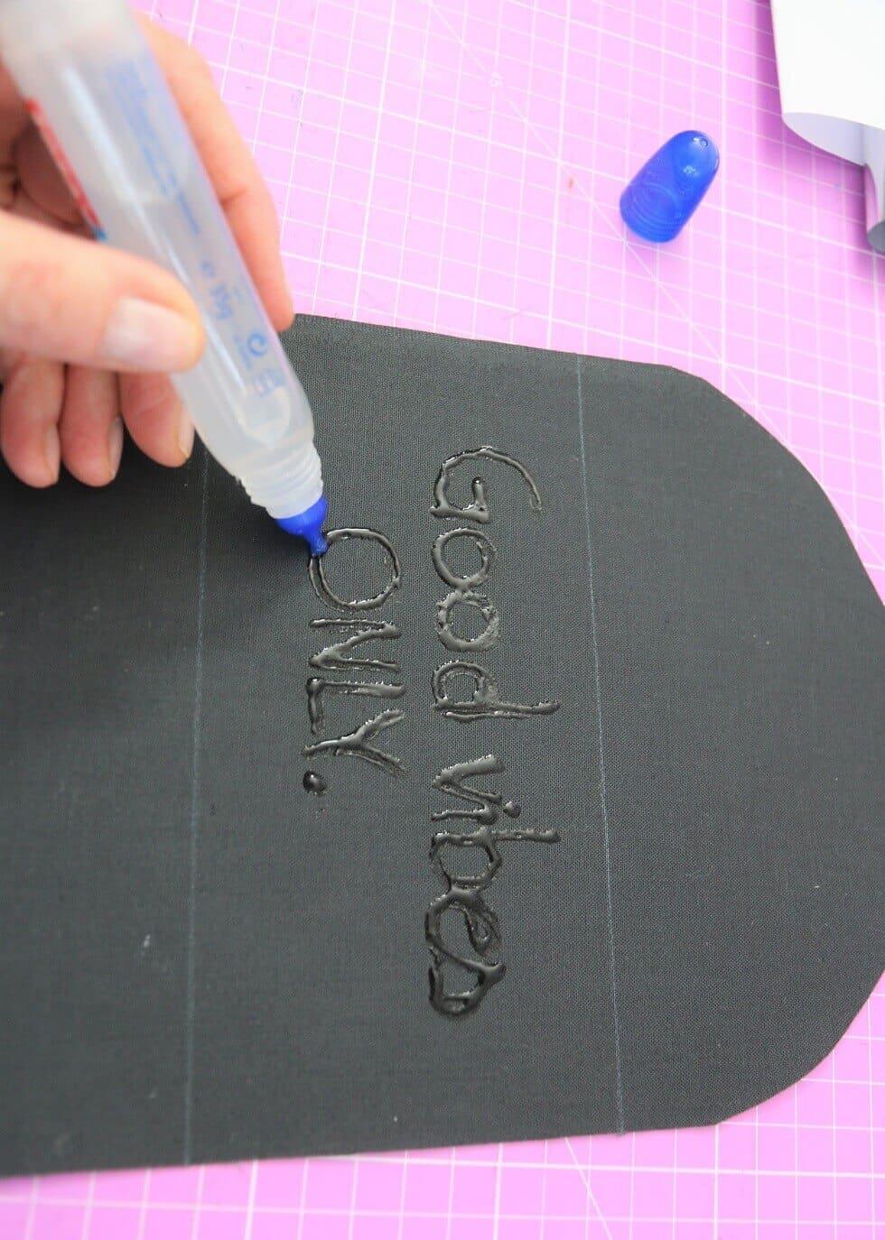 Anleitung: Stoff mit Metallic-Folie bedrucken | SewSimple