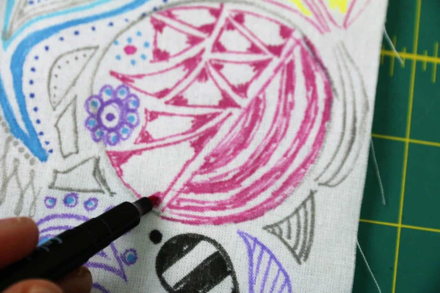 Stoff mit Stoffmalfarbe bemalen