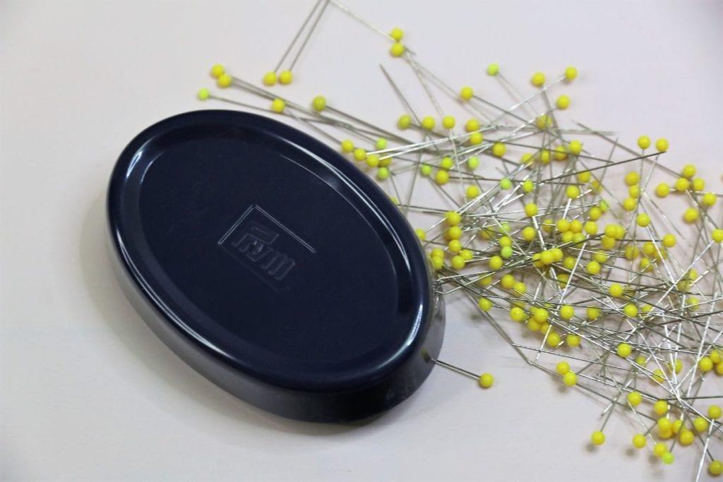 10,8 x 3,2 x 7,1 cm blau B/üroklammerhalter f/ür Pinnnadeln 2er-Pack magnetische Nadelkissen Haarnadeln Nadelkasten Nadelkissen Schreibtisch-Organizer N/ähnadeln