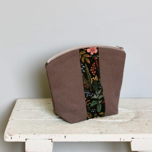 Kosmetiktasche aus Canvas und Blumenstoff mit Teilungen