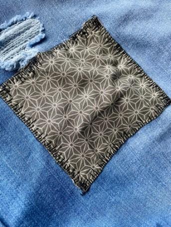 Jeans mit Flicken reparieren